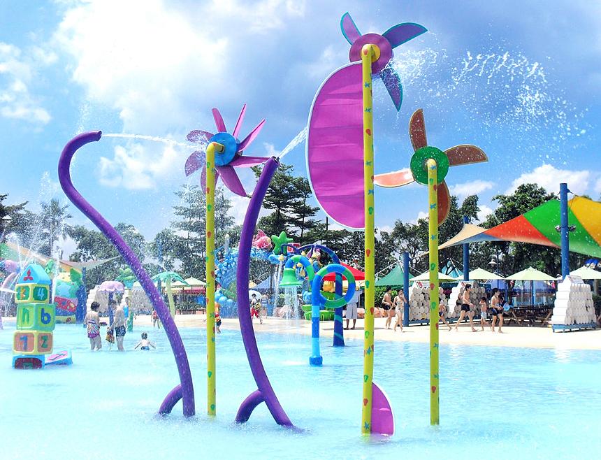 水上乐园七彩喷廊 戏水